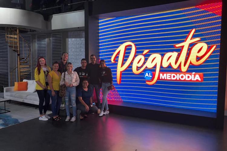 Visita de estudiantes a WAPA TV